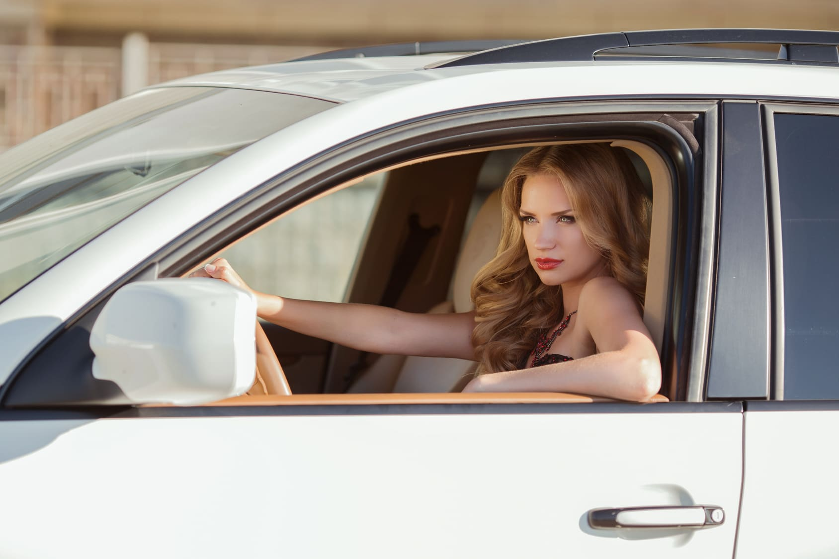 beautiful-woman-driving